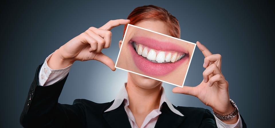 Les soins dentaires à faire à la maison