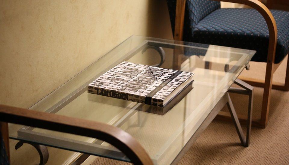 Le transport de meubles comportant des vitres est une opération à la fois complexe et dangereuse, car il nécessite de nombreuses précautions